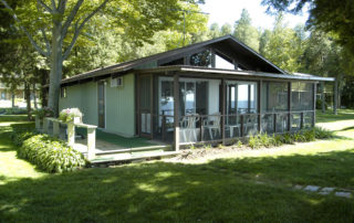 Shallows Cottage is a beachfront three-bedroom cottage with deck