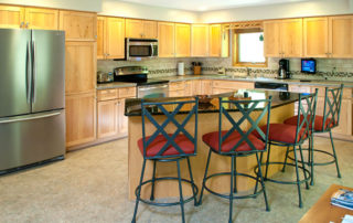 Bluffside's spacious full kitchen with island and four chairs